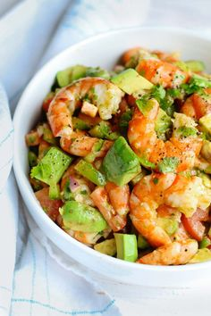 This light and simple Shrimp Avocado Salad uses only a few simple ingredients with a zesty lime olive oil dressing that adds a burst of fresh flavor! Shrimp Avocado Salad Feelgoodfoodie Salad Dishes This light and simple Shrimp Avoc Healthy Meal Prep, Healthy Dinner Recipes, Diet Recipes, Healthy Snacks, Healthy Eating, Cooking Recipes, Shrimp Avocado Salad, Avocado Salad Recipes, Avocado Salat