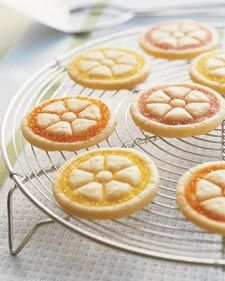 "a spool is what gives this cookie it's ""citrus"" look- good idea for the finishing touch on my jello cookies"