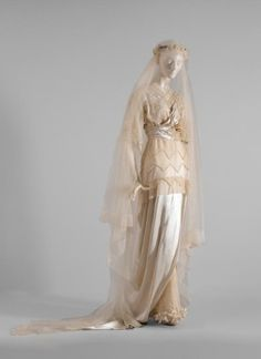 Silk satin and silk tulle wedding gown, ca. In the collection of the National Gallery of Victoria Vintage Outfits, Vintage Gowns, Vintage Bridal, Vintage Wedding Photos, Vintage Weddings, Edwardian Dress, Edwardian Fashion, Vintage Fashion, Edwardian Style