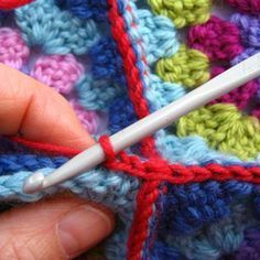 Choose your favorite granny square joining method to complete your granny square project. There are 12 ways consists of 8 basic joints and 4 fancy joints.