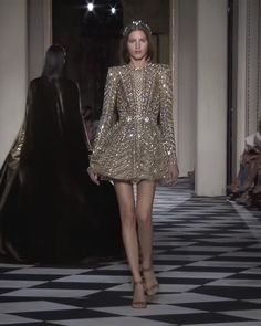Stunning Embellished Backless A-Lane Evening Mini Dress with Long Sleeves. Couture Fall Winter Collection Runway by Zuhair Murad Source by fashion couture Style Haute Couture, Haute Couture Dresses, Fashion Week, Runway Fashion, High Fashion, Zuhair Murad, Winter Dresses, Evening Dresses, Looks Chic