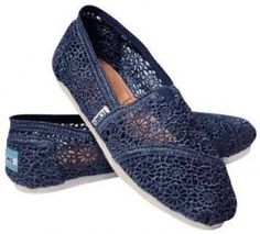 NEW IN BOX TOMS SHOES NAVY CROCHET SIZE 11 WOMENS