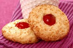 Gluten-free coconut cookies These crunchy coconut biscuits are perfect for dunking in tea and being gluten-free, great for anyone with a wheat allergy. Gluten Free Sweets, Gluten Free Cakes, Gluten Free Recipes, Healthy Recipes, Coconut Biscuits, Coconut Cookies, Brownie Recipes, Cookie Recipes, Dessert Recipes