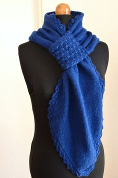 and SES tutos : Tuttle of the passing scarf – The Little Owl Knitted Shawls, Crochet Scarves, Loom Knitting Projects, Poncho Shawl, Yarn Inspiration, Knitting Wool, Diy Crochet, Shawls And Wraps, Frou Frou