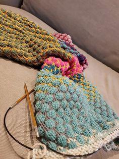 Ein Blick in meine Wollkiste machte klar ... die Wollreste müssen weg. Doch was damit stricken? Was ist am Anfang der Winterzeit nützlich, natürlich ein Schal.