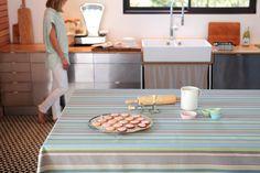 Nappe tissée enduite Olhette Gourmandise 100% coton à enduction acrylique >> http://www.jean-vier.com/