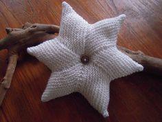Star Cushion Free Knitting Pattern and more pillow knitting patterns