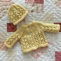 Diy Crafts - Ravelry: Little Bibi - Preemie Baby Set pattern by marianna mel Baby Cardigan Knitting Pattern Free, Baby Boy Knitting Patterns, Baby Girl Patterns, Crochet Baby Cardigan, Baby Hats Knitting, Sewing Patterns For Kids, Baby Set, Granny Square Häkelanleitung, Preemie Babies