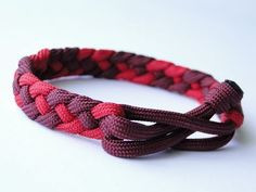 braids 4 strand How to Make a French Sinnet/Mad Max Style Closure- 4 Strand Flat Braid Paracord Survival Bracelet Braided Bracelets, Bracelets For Men, Fashion Bracelets, Friendship Bracelets, Mad Max, Paracord Braids, Paracord Bracelets, How To Braid Paracord, Survival Bracelets