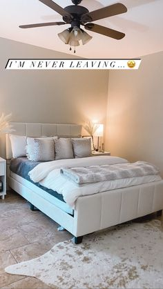 I literally just bought almost all the furniture and decor used in this bedroom. Crossing my fingers my room looks just as good as neutral college bedroom!! Diy Dorm Decor, Cheap Dorm Decor, College Dorm Decorations, Dorm Hacks, Apartment Hacks, College Dorm Organization, College Dorm Rooms, Ikea, Apartment Decorating On A Budget