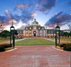 Grand French Mansion in Hickory Creek Texas. I can see this being the Nash residence. Texas Mansions, Big Mansions, Luxury Home Decor, Luxury Homes, French Mansion, American Mansions, Dream Mansion, Le Palais, Expensive Houses