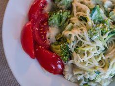 """Zum Abendessen gab es bei Simone Pasta mit Blumenkohl-""""Käse""""-Soße. *"""