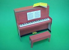 Piano Papercraft In 1/12 Scale - by Mak - via Paper Modelers Forum -         A very nice and delicated model of a piano in 1/12 scale, perfect for doll houses or dioramas, by Chinese designer Mak, via Paper Modelers Forum.