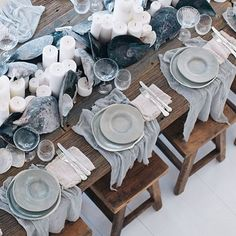 34 Amazing Winter Tablescapes Ideas For Dinner Parties - Tablescape is a moderately new term utilized in inside adorning. It is characterized precisely as one would suspect a scene for your table. This, obvi. Wedding Table Settings, Place Settings, Lunch Table Settings, Winter Table, Deco Table, Decoration Table, Coastal Decor, Modern Coastal, Coastal Living