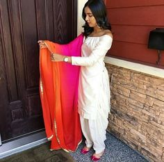 what a suit. Modern Indian salwar kemeez Click VISIT link for more details White Punjabi Suits, Punjabi Salwar Suits, Salwar Kameez, Punjabi Fashion, Bollywood Fashion, Indian Fashion, Womens Fashion, Indian Attire, Indian Wear