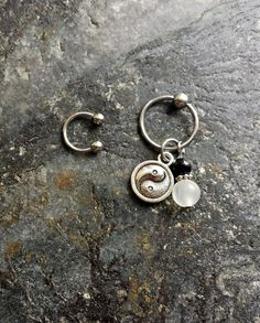 #cbr #captivebeadring #bodyjewelry #bodypiercing #20g #18g #16g #14g #bcr #beadcaptivering #piercing #piercings #stonejewelry #stone #horseshoering #cartilagepiercing #helix #helixpiercing #hoops Yin Yang - Black Agate & Quartz - 20g 18g 16g 14g CBR / BCR Bead Captive Ring Horseshoe Piercing Jewelry Hoop ( Helix Tragus Orbital )