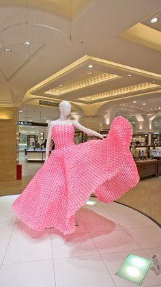 "Wonderful balloon dress ""Sakura"" at Takashimaya by Otomodachi Balloon Hat, Balloon Dress, Bubble Balloons, Balloon Animals, Balloon Arch, Pink Balloons, Bubbles, Balloon Arrangements, Balloon Decorations"