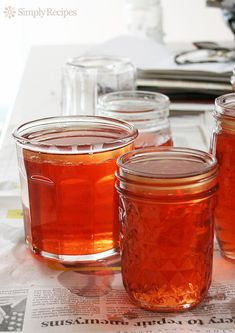 Beautiful rose colored quince jelly recipe with step-by-step instructions and ph… - Gelee Ideen Jelly Recipes, Honey Recipes, Jam Recipes, Canning Recipes, Fruit Recipes, Party Recipes, Healthy Recipes, Quince Honey Recipe, Quince Recipes