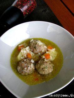 Γιουβαρλάκια λεμονάτα (χωρίς αυγολέμονο). Ελαφριά γιουβαρλάκια που φτιάχνονται εύκολα. Ιδανικά για τις κρύες χειμωνιάτικες μέρες.