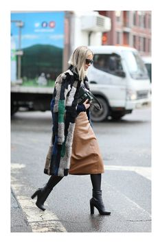 Elevate Your Look With 'Green' Street Style 2017, Autumn Street Style, Street Style Women, Trench Coat Beige, White Fur Coat, Look Hippie Chic, Navy Tights, Streetwear, Trends