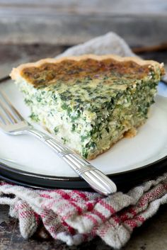 Spinach and Artichoke Quiche Spinach and Artichoke Quiche is a deliciously easy meatless meal that proves that comfort food isn& all about meat and potatoes. Recipe credit: The View From the Great Island Spinach And Artichoke Quiche Recipe, Spinach Quiche Recipes, Artichoke Recipes, Spinach Pie, Frozen Spinach, Vegetarian Quiche, Vegetarian Cooking, Vegetarian Recipes, Cooking Recipes