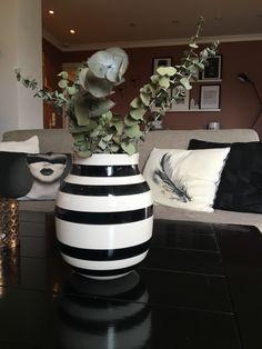 Junes Dagbok: HVERDAG! About Me Blog, Vase, Home Decor, Decoration Home, Room Decor, Vases, Home Interior Design, Home Decoration, Interior Design