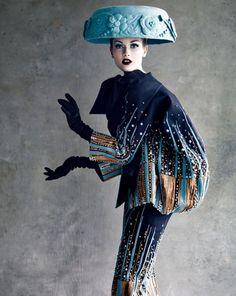 """Dior Couture (le """"saladier"""" sur la tête m'épate à chaque fois ! :-))"""