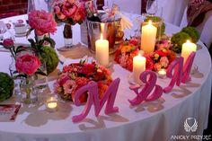 12. Fuchsia Orange Wedding, Centerpiece, Lettering / Wesele fuksjowo-pomarańczowe, Dekoracje stołów, Litery, Anioły Przyjęć