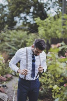 Groom wedding attire - Backyard Wedding Inspiration full of Easy Elegance – Groom wedding attire Wedding Groom, Wedding Suits, Wedding Attire, Table Wedding, Garden Wedding Mens Attire, Best Man Outfit Wedding, Wedding Vest, Groom Outfit, Groom And Groomsmen