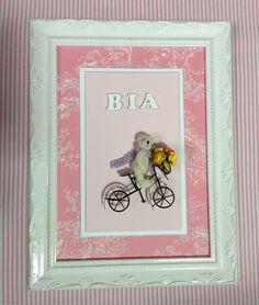 Quadro ursinha bicicleta maternidade. Moldura trabalhada em laca branca. Material; tecido, papel e madeira. Sob encomenda.