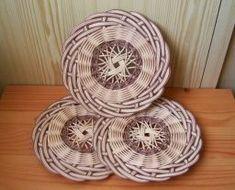Baskets On Wall, Hanging Baskets, Wicker Baskets, Pine Needle Crafts, Sewing Baskets, Flower Girl Basket, Wicker Furniture, Loom Knitting, Arabesque