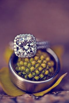 Gorgeous wedding ring! I guess I can only wish for a ring this beautiful to be mine one day!
