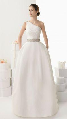 Tendências #Noivas 2014 - Vestidos de uma alsa #RosaClará #casarcomgosto #pedraria