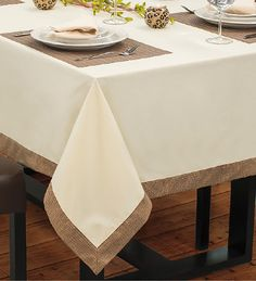 Show Krista – caramel base with blonde highlights Dining Table Cloth, Dinning Table, Table Linens, Restaurant Table Setting, Restaurant Tables, Red Tablecloth, Tablecloths, Tablecloth Ideas, Table Centerpieces