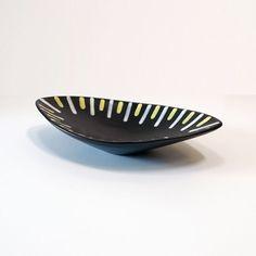 "21-113 Hjördis Oldfors ""Trio"" 1950s Upsala–Ekeby Bowl - Ray New York Yellow Line, Ceramic Decor, Earthenware, Matte Black, Decorative Bowls, 1950s, 21st, York, Ceramics"
