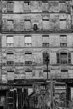 1972 - Belleville démoli - Paris Unplugged Old Paris, Vintage Paris, Menilmontant Paris, Belleville Paris, Eugene Atget, Paris Cafe, Paris Photos, Slums, Belle Epoque