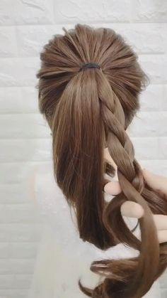 This hairstyle is amazing! Trendfrisuren Chad, akkurater Mittelscheitel oder This particular language Minimize Easy Hairstyles For Long Hair, Up Hairstyles, Braided Hairstyles, Long Hair Casual Updo, Simple Hairstyles For Medium Hair, Travel Hairstyles, Amazing Hairstyles, Medium Hair Styles, Curly Hair Styles