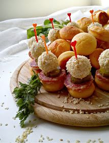 Gourmet Appetizers, Appetizer Recipes, Kiflice Recipe, Croatian Recipes, Salty Snacks, Party Food And Drinks, Best Food Ever, Appetisers, Creative Food