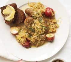Slow cooker bratwurst sauerkraut and potatoes
