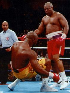shared: The single most inspiring moment I've ever witnessed in sport. November At age almost 20 years to the day after he lost it, George Foreman does the unthinkable and regains the world heavyweight championship vs Micael Moorer. Kickboxing, Ufc, Muay Thai, Jiu Jitsu, Boxing Images, Rumble In The Jungle, Professional Boxing, World Boxing, Boxing History