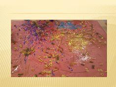 Sessió d'experimentació amb pasta i pintura