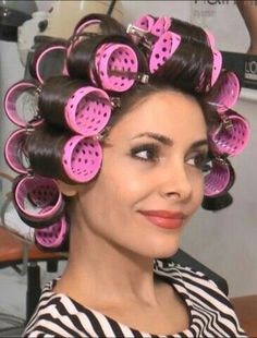 Vintage Hairstyles Curls Jack She will be here soon to see you. Permed Hairstyles, Modern Hairstyles, Vintage Hairstyles, Ladies Hairstyles, Sleep In Hair Rollers, Hair Curlers Rollers, Roller Curls, Retro Updo, Bobe