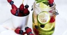 Viinipohjaiset drinkit ovat nyt erityisen trendikkäitä. Hugo on seljankukkamehusta, proseccosta ja mintusta sekoitettu drinkki.