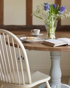 Breakfast Settings credit: Flickr.com #breakfast #settings #cottage #countryhome #country #living #english #traditional #interiors #grey #beams #pretty #flowers #inspo #inspiration #instadaily #love