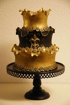Golden Swirly Cake with vintage border mold — Whimsical / Topsy-Turvy Cakes