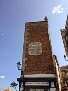 Great ghost sign in Plymouth, Devon