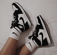 Dr Shoes, Nike Air Shoes, Hype Shoes, Me Too Shoes, Retro Nike Shoes, Cool Nike Shoes, Nike Socks, Nike Custom Shoes, Converse Sneaker