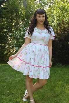 the soubrette brunette: Tudor Rose