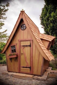 Backyard Playhouse, Build A Playhouse, Cool Dog Houses, Play Houses, Woodworking At Home, House Tent, Crooked House, Fairytale House, Outdoor Buildings