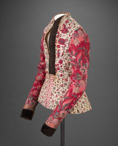 A jacket of India cotton, pieces from several chintz patterns from the Eecen-van Setten collection, Peabody Essex Museum - Quite unusual in its mixture of textiles and patterns! Vintage Dresses, Vintage Outfits, Vintage Fashion, Historical Costume, Historical Clothing, Century Textiles, Jacket Images, 18th Century Fashion, Indian Textiles